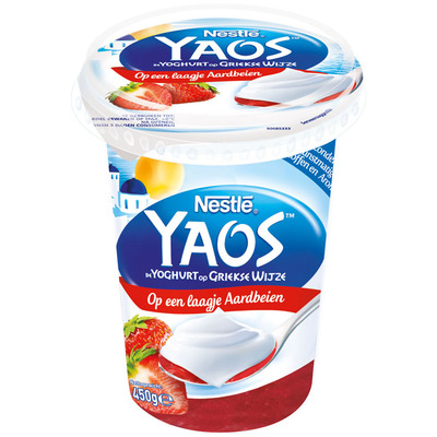 Nestlé Greek style yoghurt op laagje aardbeien